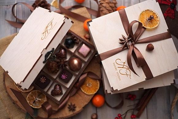 Подарочный набор конфет в деревянной коробке 16 шт.