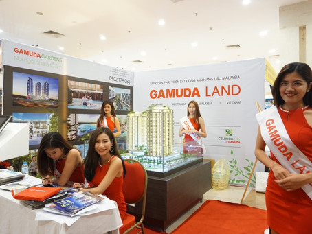 Viet Model at real estate exhibition 2017