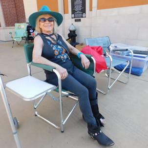 Sandy rests her broken wheel.JPG