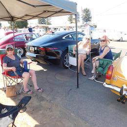 Leslie, Rebecca & Sandi enjoy a little shade