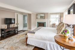Suite at Roger Sherman Inn