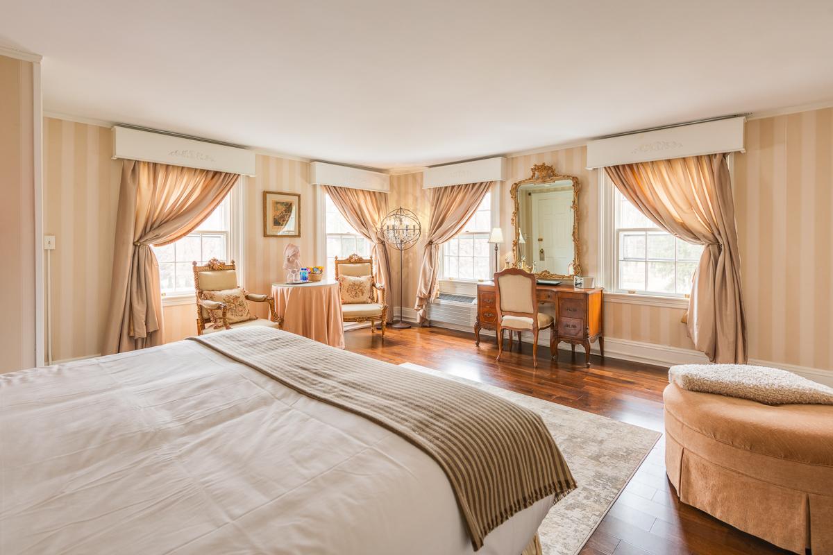 Roger Sherman Inn Guest Room