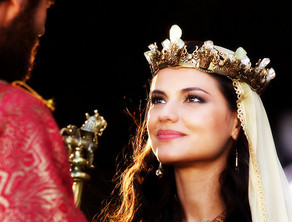Rainha, concubina ou virgem?
