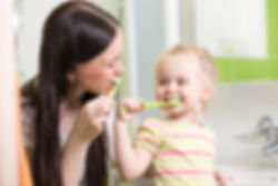 Camberwell mom and child brushing teeth