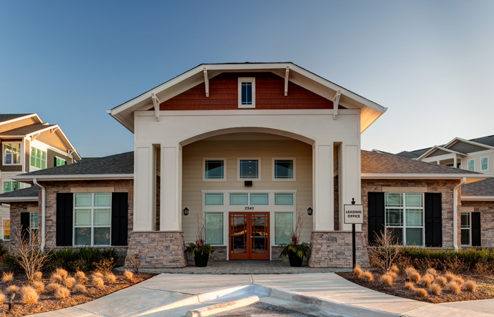 River-Oaks-Clubhouse-front-web