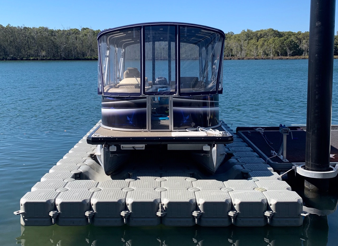UDS Modular Floating Dry Dock front view