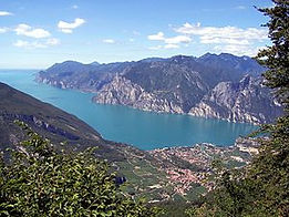 Torbole_Wikipedia.jpg