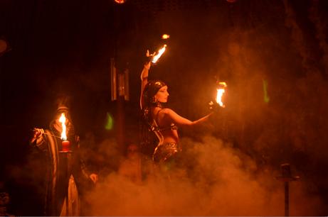 15 - Feuershow im Madi Zelt der Sinne