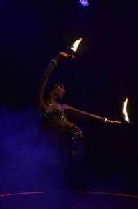 19 - Feuershow im Madi Zelt der Sinne