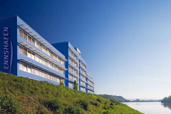 Bürogebäude am Wasser Ennshafen
