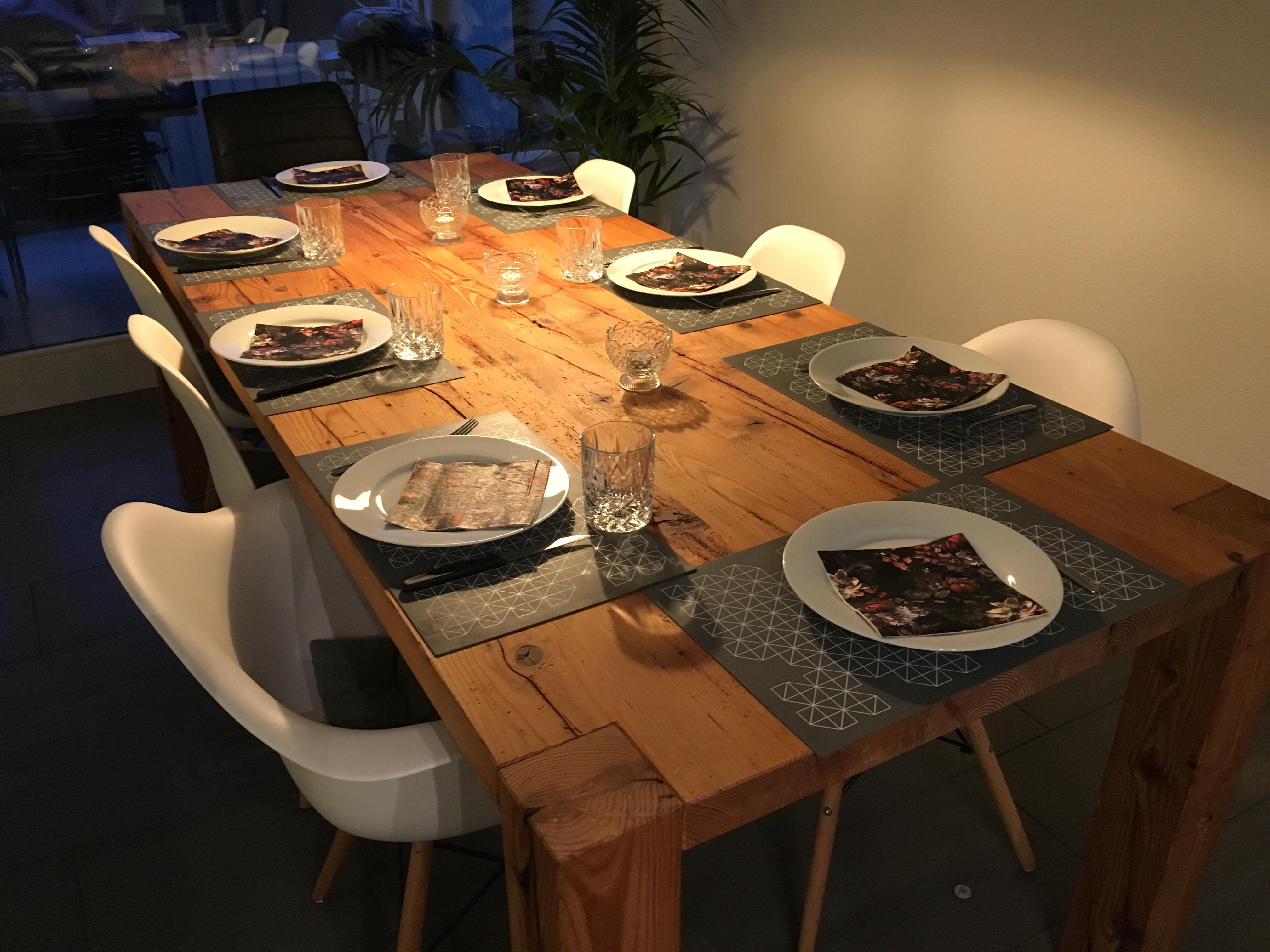 Tisch aus Altholz
