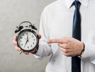 Mi empresa falsea el control horario: ¿qué puedo hacer?