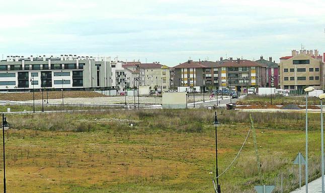 Llanes traslada a la propiedad la negativa de edificar en La Talá