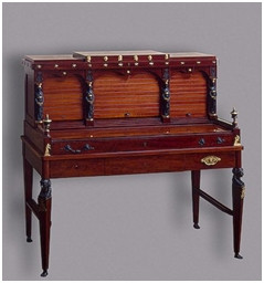 Бюро с откидной столешницей, начало XIX века