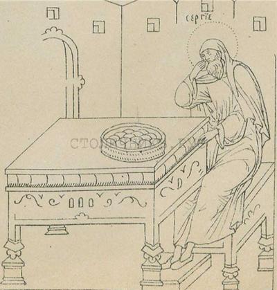 Большой стол, украшенный роезьбой