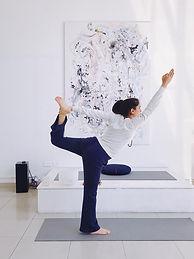 hatha yoga en universo diksha.jpg