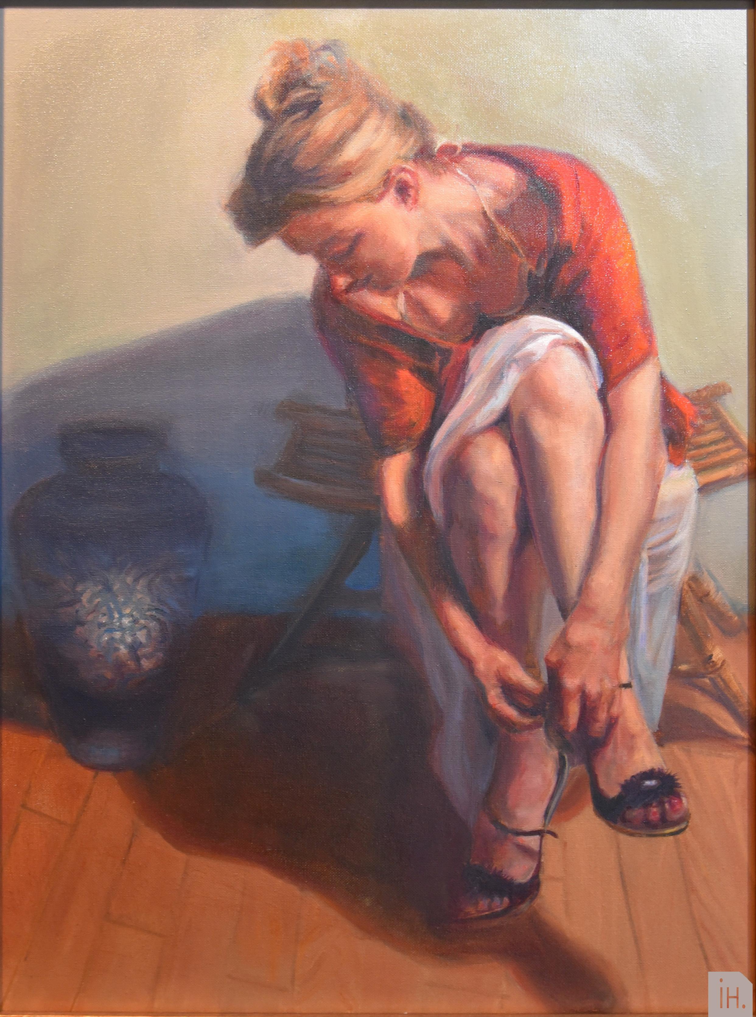 Woman_tying_a_shoe_18x25_Helgeland_Size2_med_logo