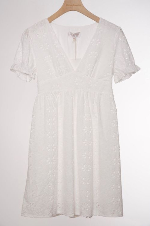 Robe blanche broderie