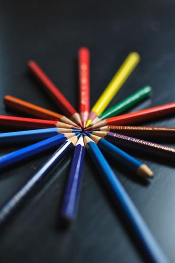 Композиция с моливи