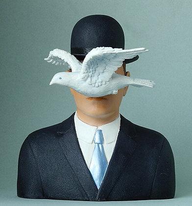 l'homme au chapeau melon de rene magritte sculpture rené magritte figurine parastone buste rené magritte bruxelles peintre