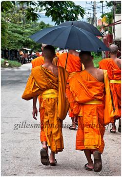 les bonzes au Laos