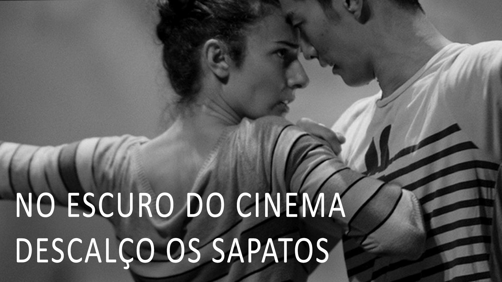 No Escuro do Cinema Descalço os Sapatos