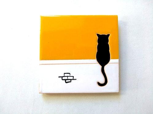Quadrinho Gato preto no muro, céu amarelo. Azulejo 10x10cm