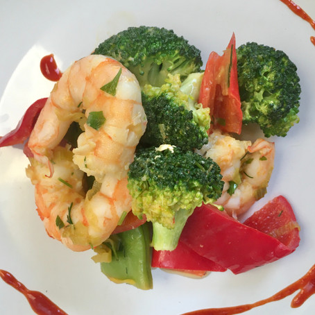 Healthy king prawns and vegetables stir fry