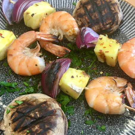 Grilled prawn skewers recipe with pineapple and red onion