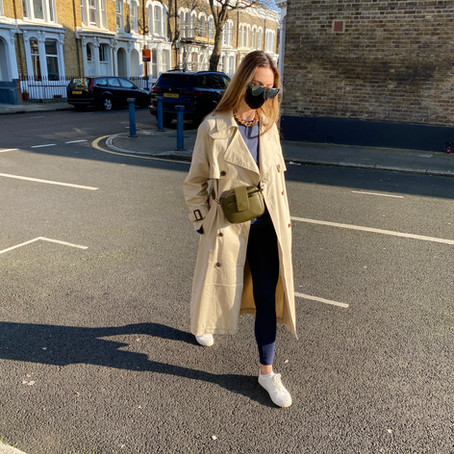 Casual trench coat outfits: how to wear a full-length trench coat