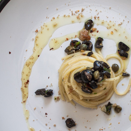 Empty pantry spaghetti with anchovies, capers and black olives