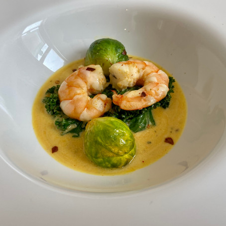 King prawns starter with sauteed winter vegetables and Thai sauce
