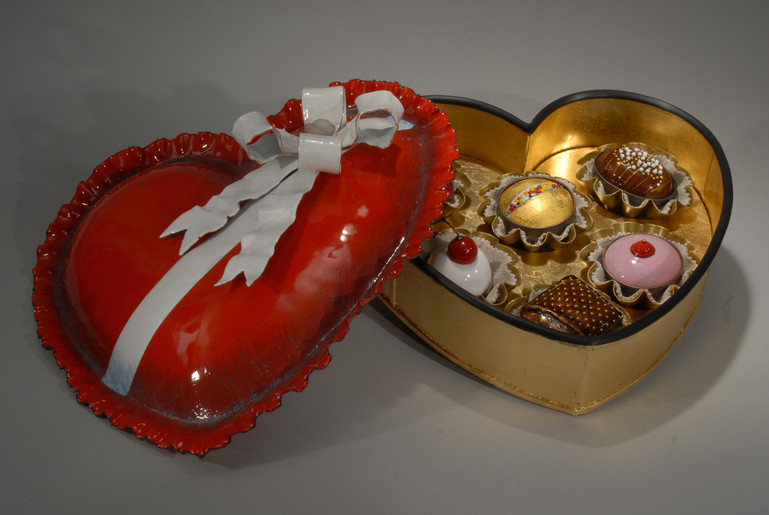Valentine Box with lid -open -with Candi