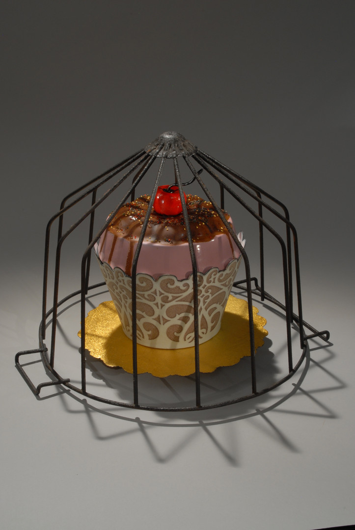 Cupcake and  Wire Pastry Holder