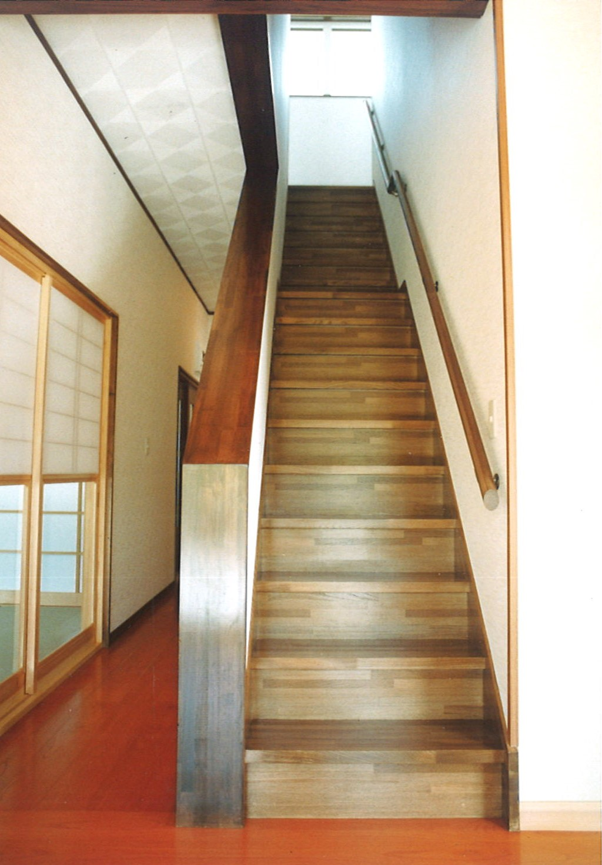 【一関の住宅3】階段.jpg