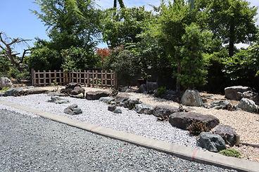 庭園設計施工_S邸景石.JPG