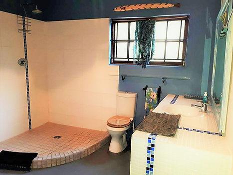 Main Bath 111743624.jpg