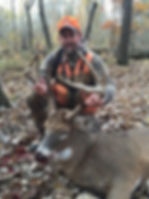 whitetail deer hunts in Illinois with an outfitter