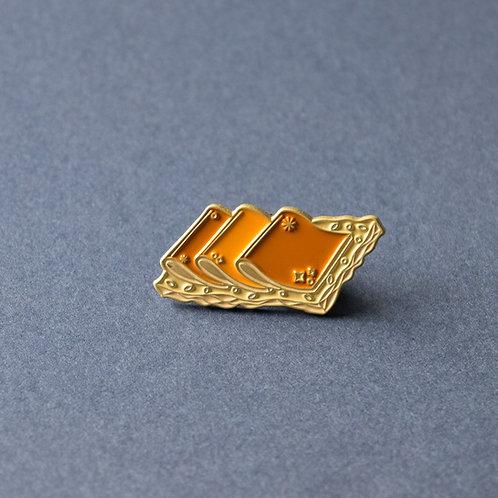 Knekkebrød med Brunost Enamel pin