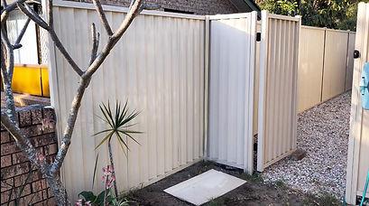 cream-colorbond-fence-in-corner-of-garde