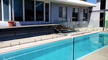 Framless-glass-installed-as-pool-fence-1