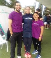 Alejandra Salazar, campeona de paddel, junto con MasajesYa