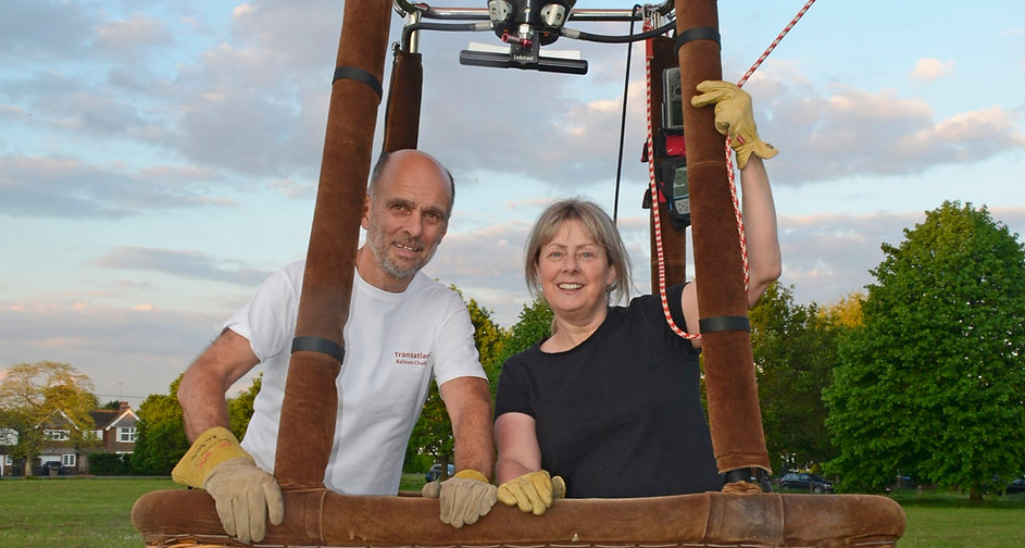 Debbie and Mike 4 in balloon WEB (Croppe