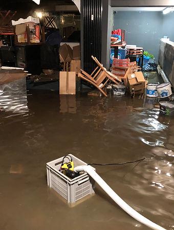 Wasser im Keller bei Übershwemmung mit Flutbox