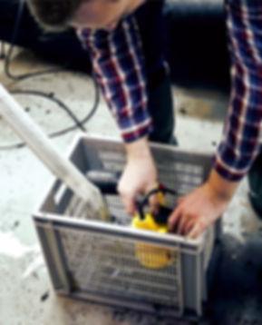 Flutbox im korb bei Anwendung im Keller