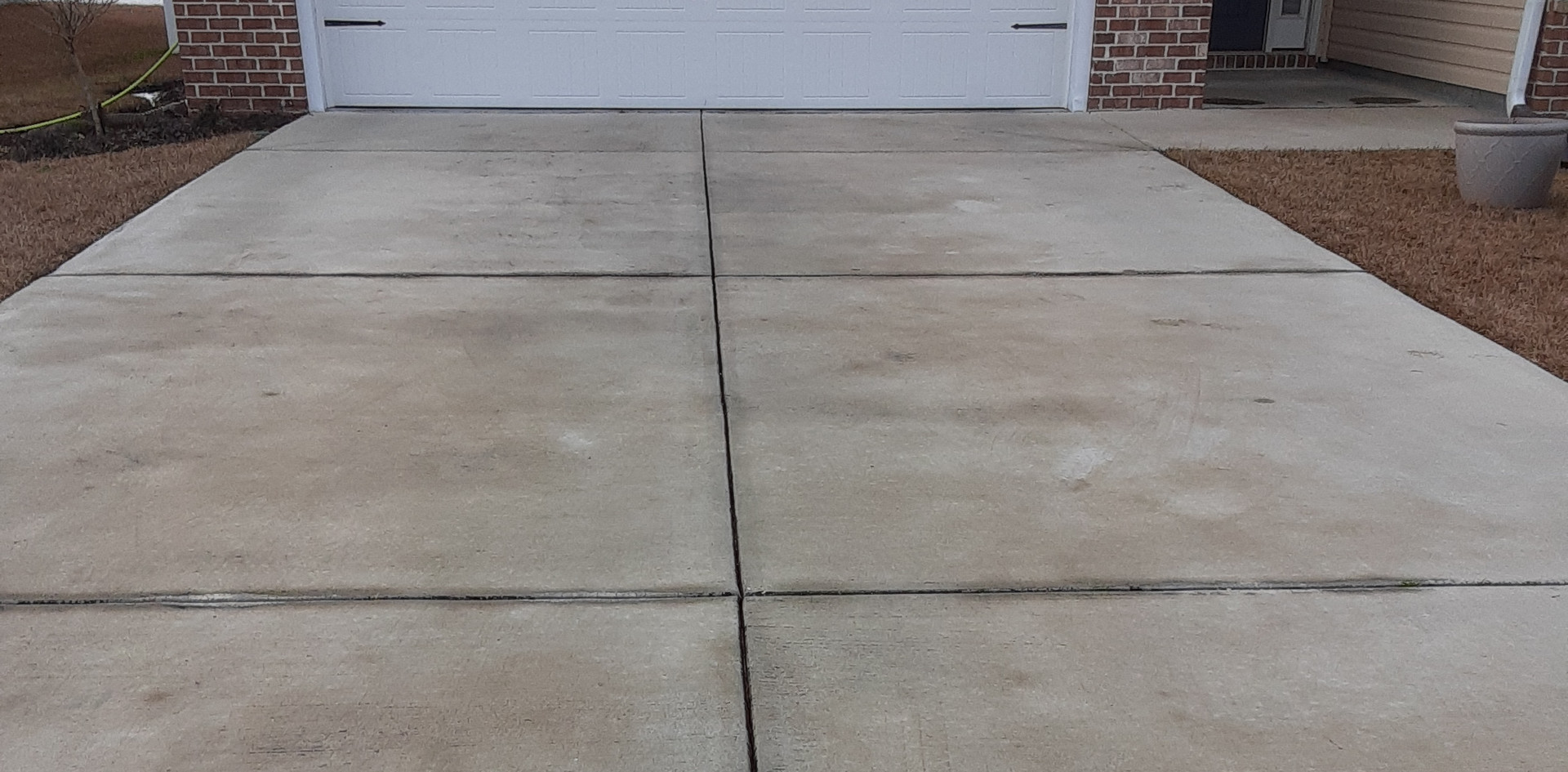DRIVEWAY CLEANING-BEFORE