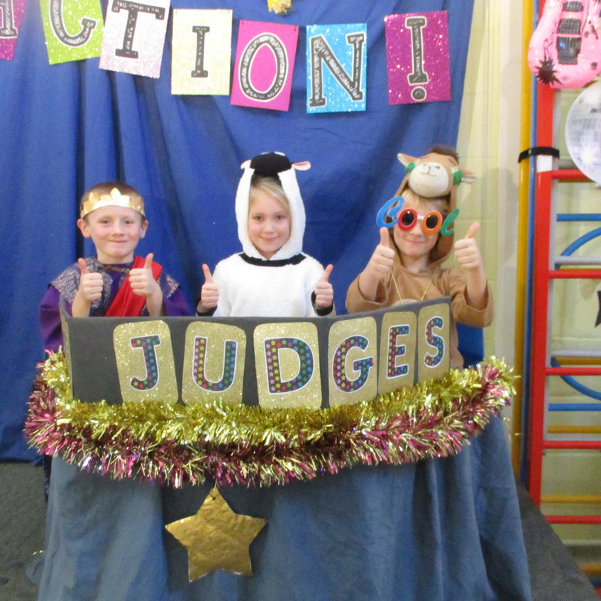Lights, Camel, Action! - Judges ready to