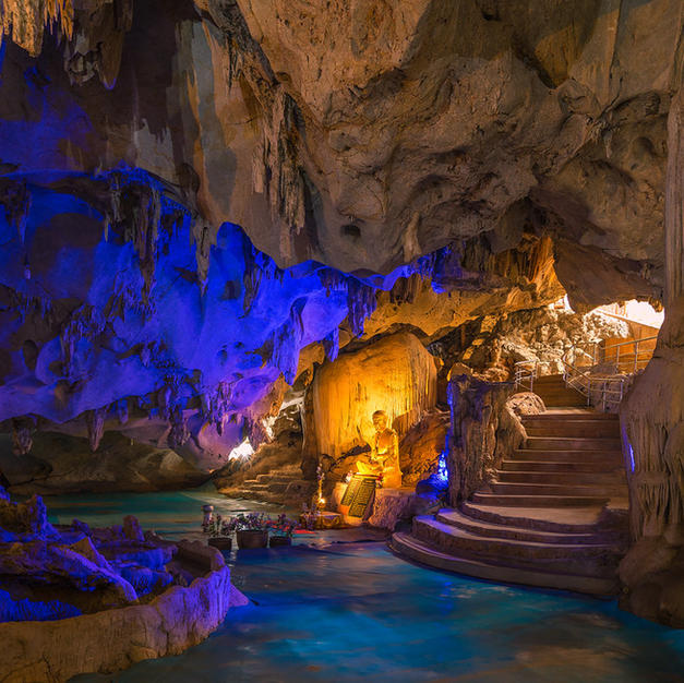 Discover the cave at Wat Tham Pu Wa temple...