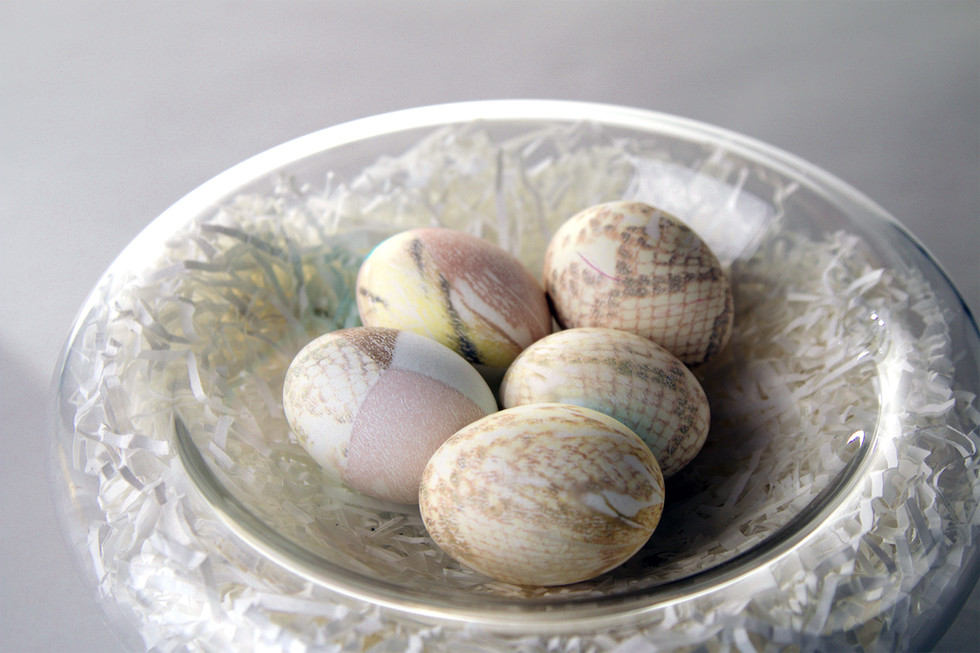 Make silk-dyed Easter eggs