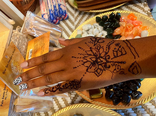 One hand henna